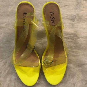 YELLOW HEELED SANDALS WITH TRANSPARENT STRAPS